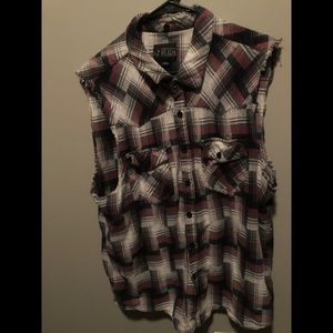 Sleeveless patterned flannel shirt